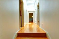 Korridor i tomt hus arkivfoton