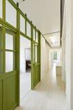 Korridor med den glass dörren royaltyfri foto