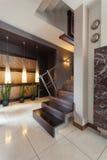 Korridor med en trappuppgång arkivfoton