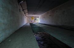 korridor med ljus på slutet royaltyfri fotografi