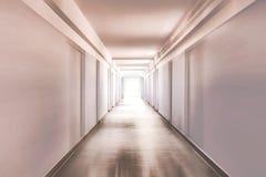 Korridor med rörelsesuddighet arkivbild