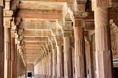 Korridor på Jami Masjid, Mandu Royaltyfri Fotografi