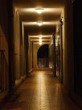 Korridor på natten arkivfoto