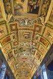Korridor på Vaticanenmuseet i Vaticanet City, Vaticanen royaltyfri bild