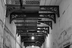 Korridor Schwarzweiss lizenzfreies stockfoto