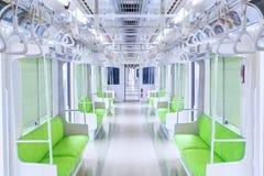 Korridordrev med tomma platser och ledstänger Arkivfoton