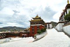 Korridoren av Stupa royaltyfri bild