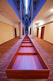 korridorhotellsymmetri royaltyfria foton
