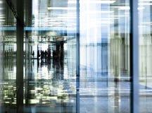 korridorkontorsreflexioner Arkivfoton