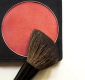 Korrigera rouge och borsten på vit bakgrund Royaltyfri Fotografi