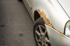 Korrosion auf dem Fahrzeugflügel Lizenzfreie Stockfotos