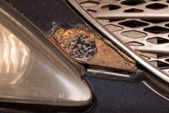 Korrosion auf der Fahrzeugkarosserie Effekte des Salzes auf das Fahrzeug stockbild