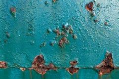 Korrosion som uppstår på en metalldörr arkivfoton