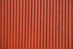 Korrugerat metalltak för fabriken, rostig metalltextur Arkivbild