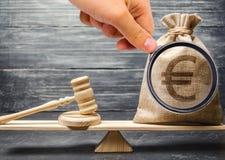 Korruption in den Gesetzgebungs- und Gerichtsprozessen Schmutziges Geld Illegale Herstellung von Kapitalien Illegale Quellen der  lizenzfreies stockfoto