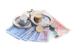 Korruptionbegrepp - rupiah och handboja Royaltyfria Bilder