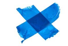 Kors av den blåa maskeringstejpen Fotografering för Bildbyråer