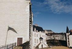 kors av slotten av hertigarna av Brittany (Chateaudes Ducs de Bretagne) i Nantes, Frankrike NOVEMBER 2018 arkivbild