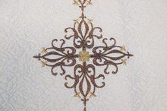 Kors detalj av den kyrkliga vestmenten Royaltyfri Foto