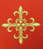 Kors detalj av den kyrkliga vestmenten Royaltyfri Bild