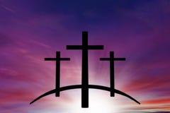 Kors för gud` s Ljus i mörk himmel bakgrundshimmeljesus religion royaltyfri foto