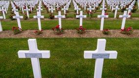 Kors i den Verdun kyrkogården i Frankrike Arkivbild