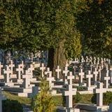 Kors i kyrkogården Arkivfoto