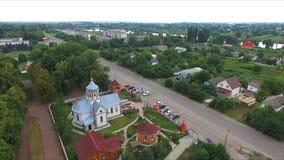 Kors - kupol av kyrkan - flygfotografering arkivfilmer