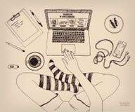 Kors-lagd benen på ryggen kvinna som hemma arbetar på bärbara datorn Ben i sockor idérikt jobb frilans Handen drog färgpulvervekt royaltyfri illustrationer