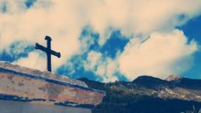Kors mot blåa himlar Arkivfoton