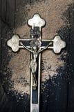 Kors och aska - symboler av Ash Wednesday royaltyfria bilder