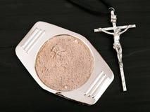 Kors och aska - symboler av Ash Wednesday royaltyfri foto