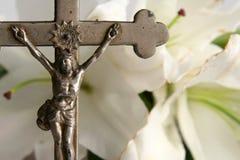 Kors och easter liljar Royaltyfria Bilder