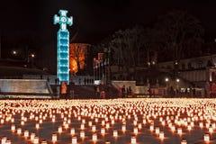 Kors och stearinljus på frihetsfyrkanten Arkivbilder