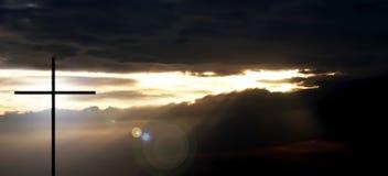 Kors och välsignelsesolnedgången Arkivfoto