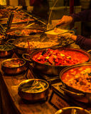 Kors orientalisk disk som lagas mat i pannor Royaltyfri Fotografi