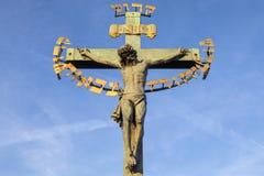 Kors på den Chales bron i Prague Royaltyfri Foto