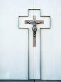 Kors på en vägg av ett hus Arkivfoton