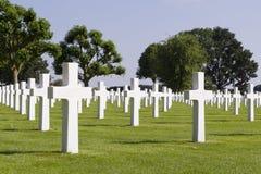 Kors på gravar på Margraten kriger kyrkogården Royaltyfri Foto