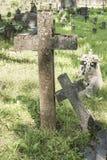 Kors på kyrkogården Arkivbild