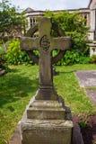 Kors på kyrkogårdkyrkogården på Bristol Cathedral UK Royaltyfria Foton