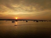 Kors solnedgången royaltyfria foton