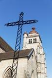 Korsa ett klockatorn i Poligny Royaltyfria Foton