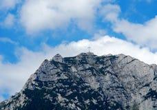 Korsa i skyen Arkivbilder