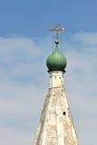 Korsa och koppla ihop på domkyrkan av Kreml Royaltyfri Foto