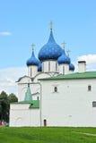 Korsa och koppla ihop på domkyrkan av Kreml Royaltyfria Bilder