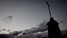 Korsa och moln stock video