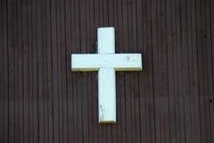 Korsa på trä Arkivfoton