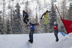 korsa snowboarden Royaltyfria Foton