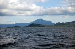 Korsa Taal sjön på Tagaytay i den Batangas regionen av Filippinerna Arkivfoto